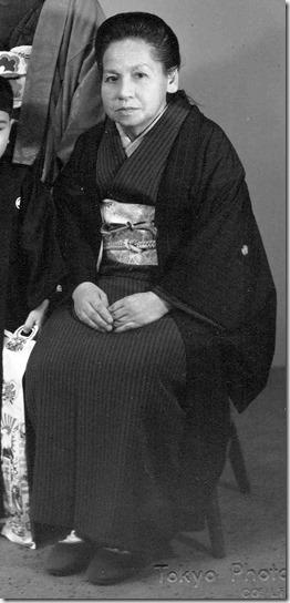 紋付き黒羽織と略礼装の着物