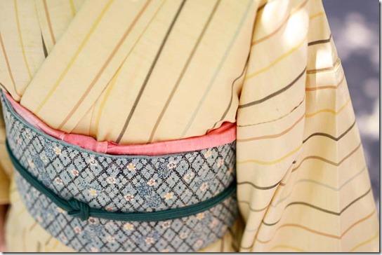 黄色地の縞の紬と紅型の帯