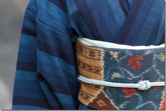 イカット風の帯と水色の帯締め帯揚