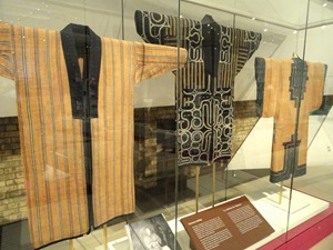 Ainu_clothing_-_Royal_Ontario_Museum_-_DSC09574